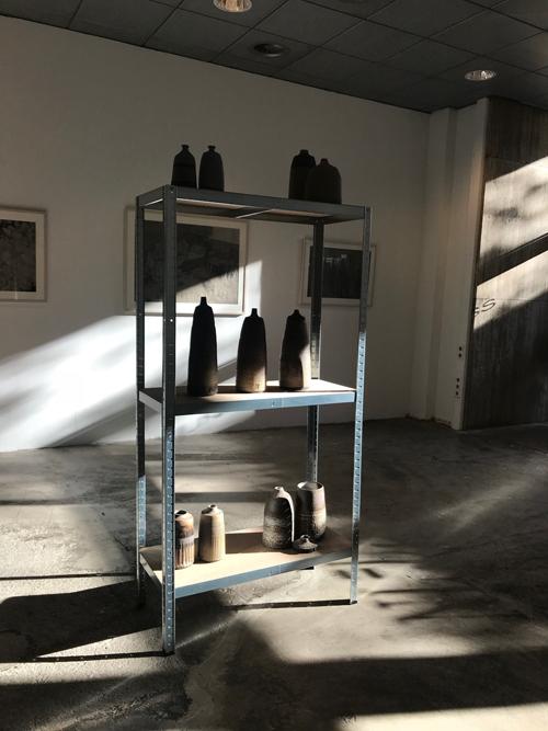 Exhibition Nl=Us, art gallery, ceramics, Brown